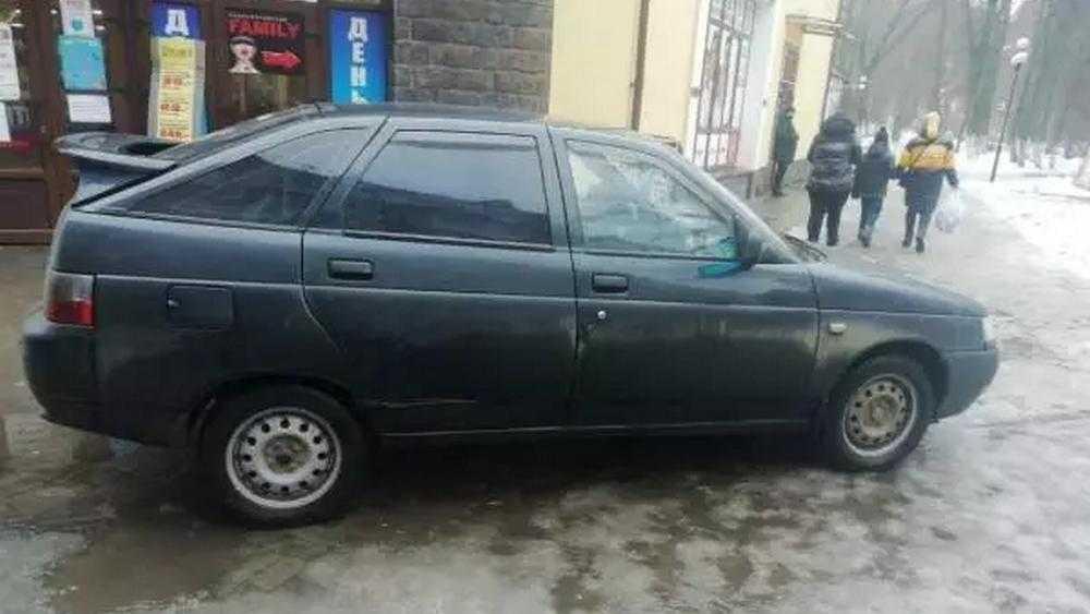 В городе Стародубе Брянской области угнали легковой автомобиль ВАЗ