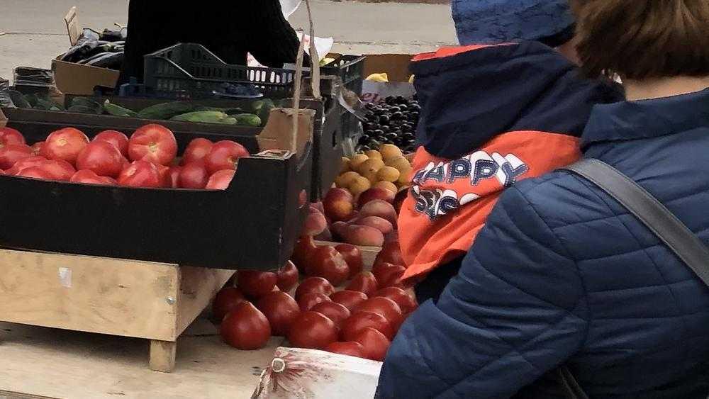 В Брянске на Володарском рынке торговцев овощами решили перевести в павильон