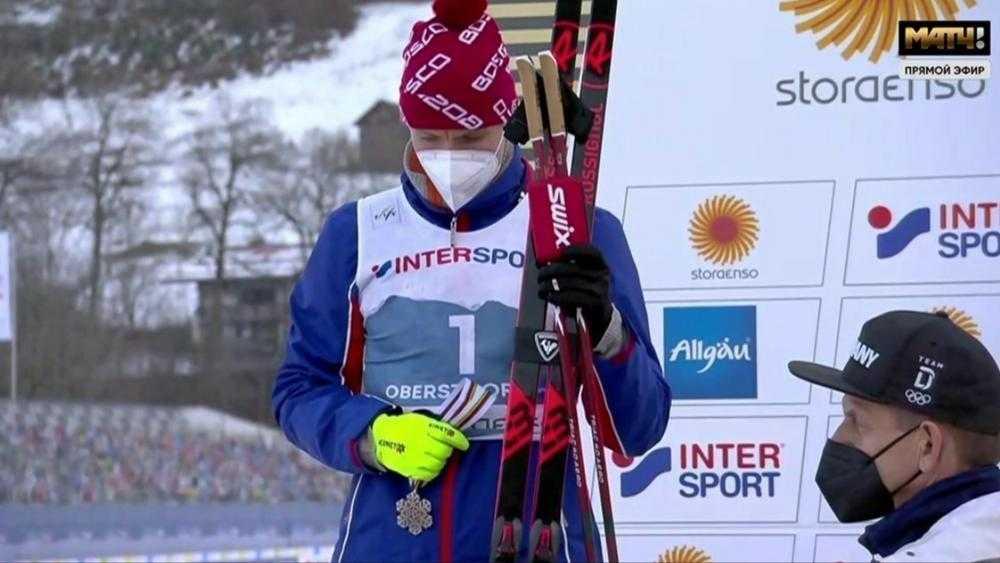 От досады брянский лыжник Большунов не стал надевать серебряную медаль
