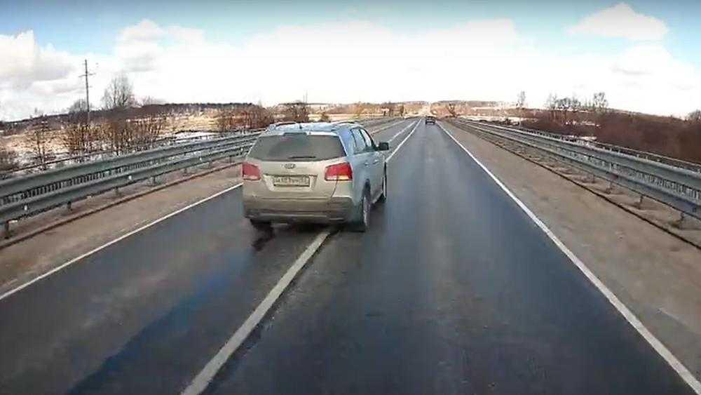 За два дня брянские автоинспекторы выявили 66 опасных выездов на встречку