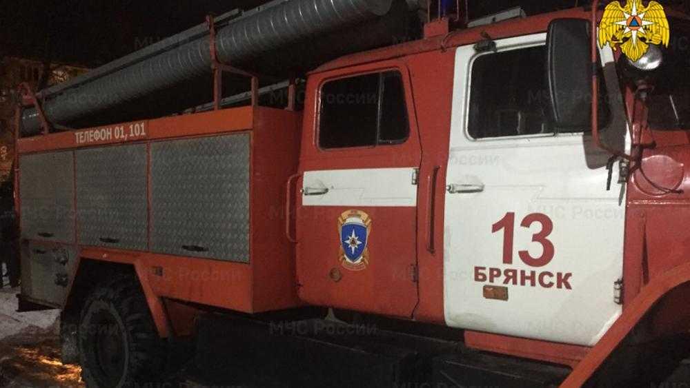 При пожаре в доме на Орловской улице Брянска погибла 64-летняя женщина