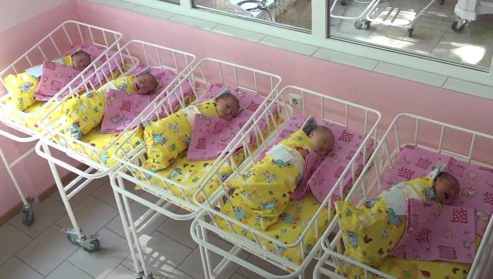 В Брянской области на 49 родившихся мальчиков пришлось 45 девочек