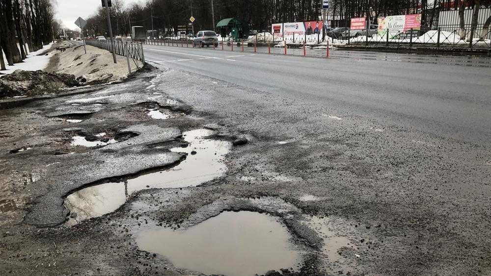 В Брянске разруха подобралась к федеральной трассе