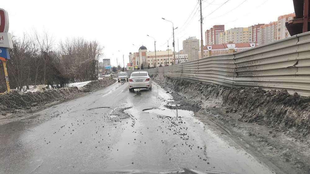 В Брянске возле строящегося ТРЦ «МегаГринн» появились дорожные ловушки