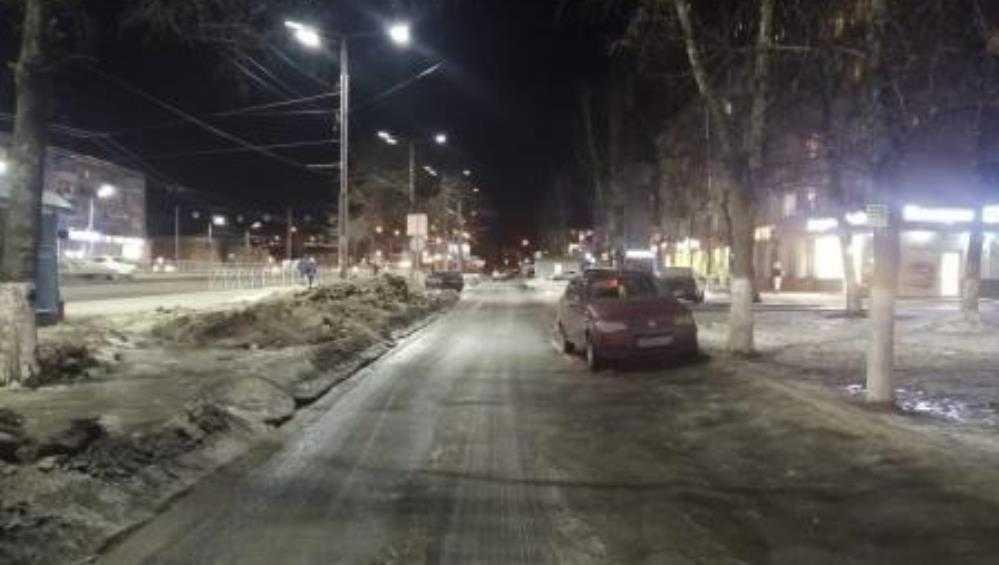 В Брянске выбежавший на дорогу 7-летний ребёнок попал под иномарку