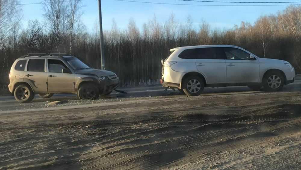 Под Брянском в серьезное ДТП попали два автомобиля