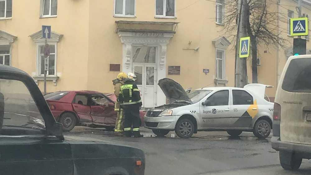 В Брянске два человека пострадали в ДТП на улице Калинина