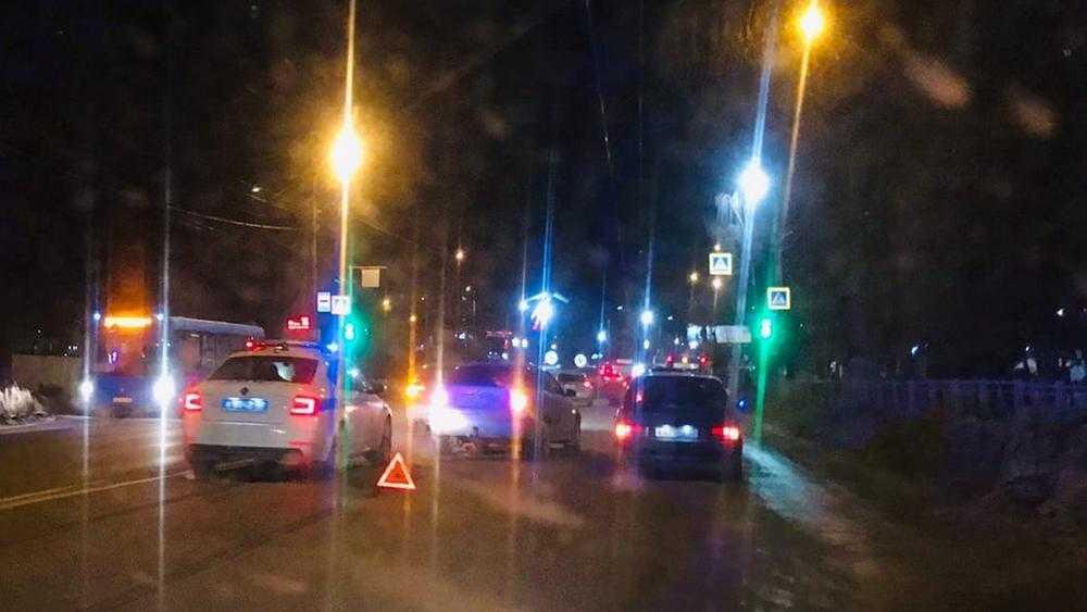 В Брянске возле «Электроники» столкнулись два автомобиля