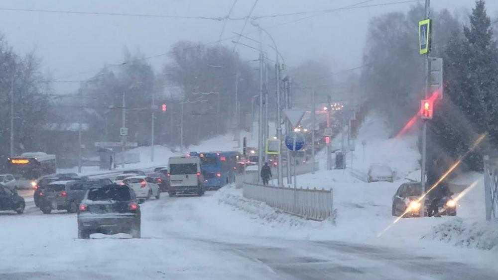 Из-за ДТП на Городищенской горке Брянска образовалась километровая пробка