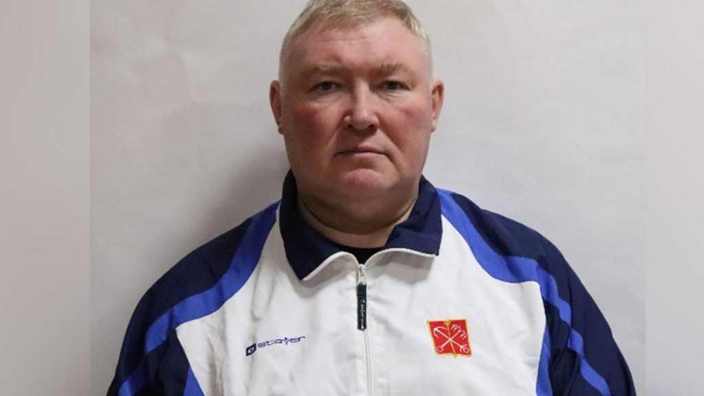 Российский тренер баскетбольной команды скончался во время матча