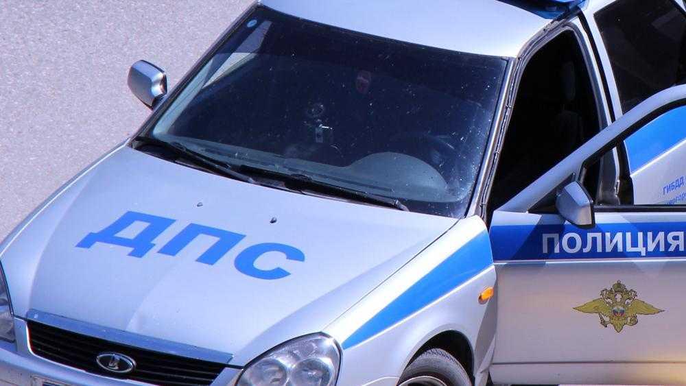 В Рогнедине пьяный водитель возле кафе чуть не погубил 19-летнего парня
