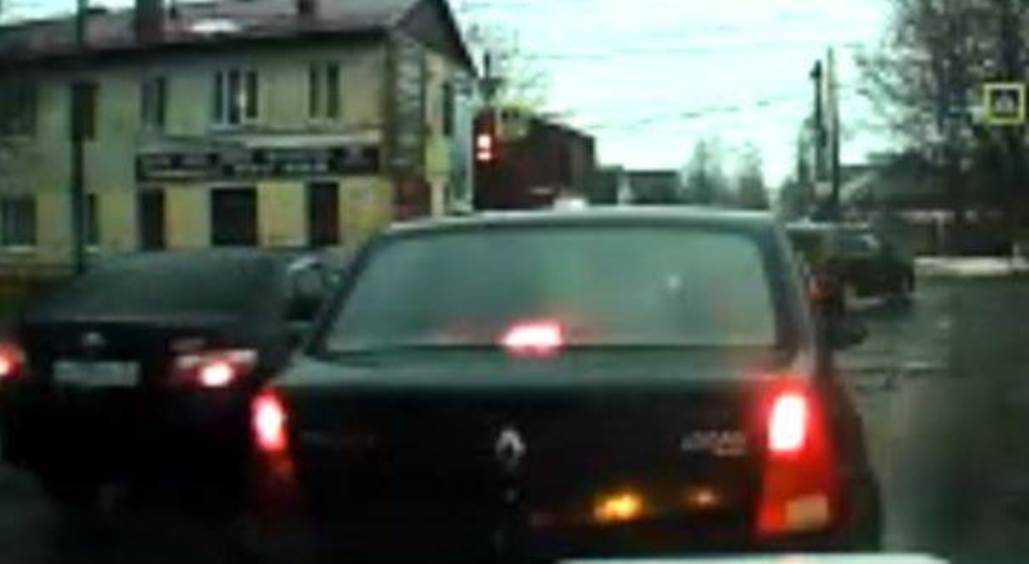 Жители Брянска призвали наказать водителя за гонки по встречной полосе