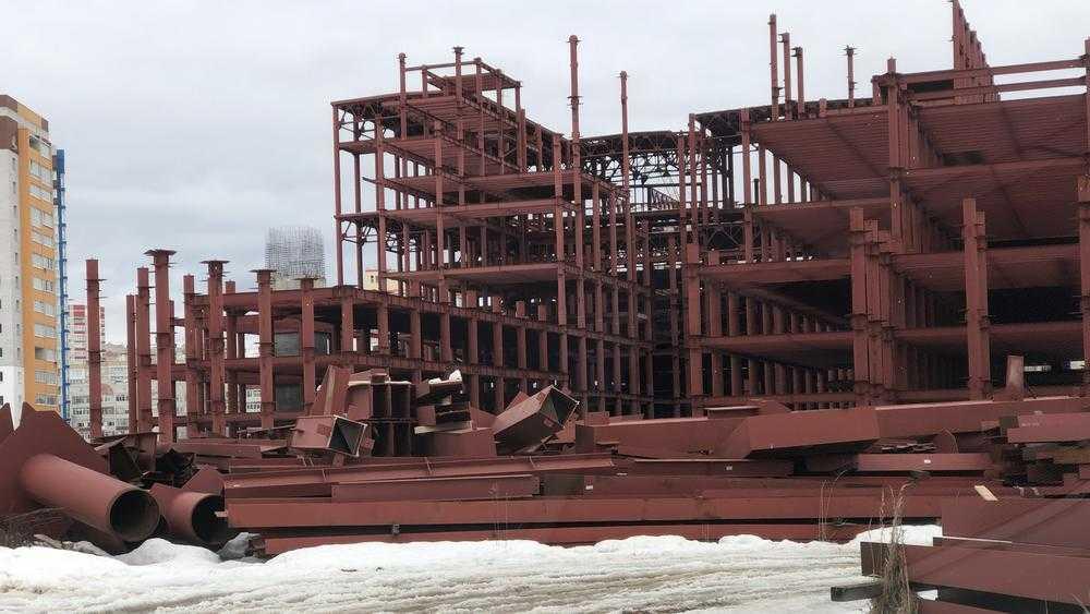 Строительство в Брянске огромного ТРЦ «МегаГринн» увязло в низких темпах