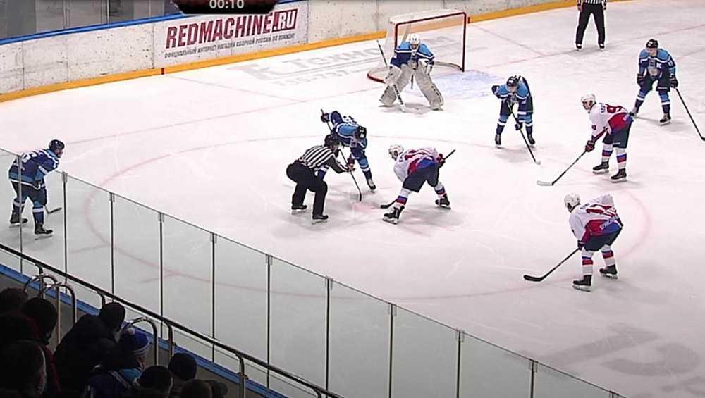 Брянские хоккеисты в третьем матче плей-офф проиграли по буллитам