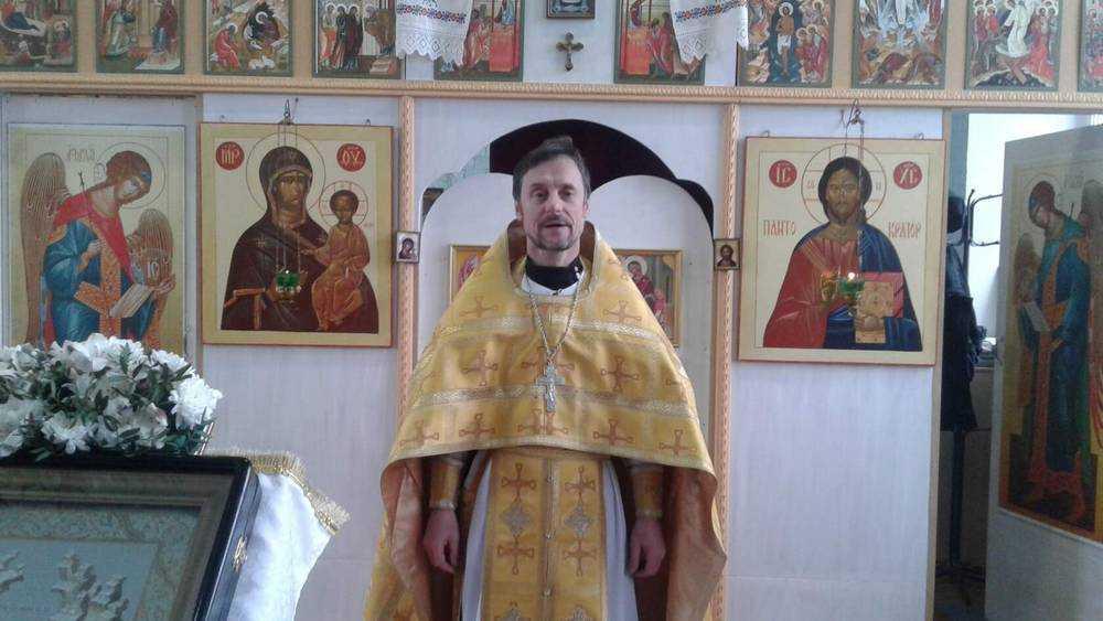 Брянский священник сочинил стихотворение о мусоре в головах