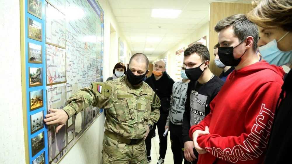Брянские спецназовцы из «Торнадо» провели для студентов урок мужества