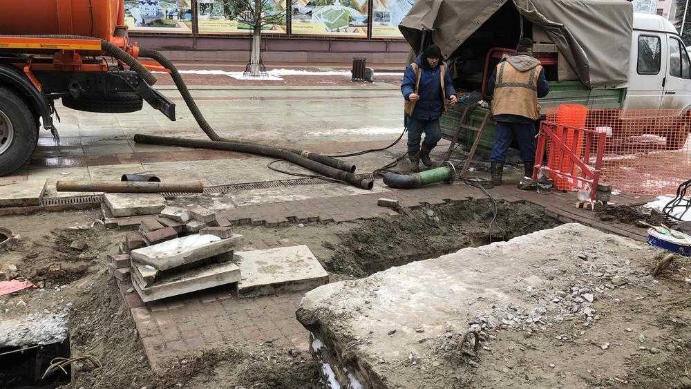 Коммунальщики разрыли бульвар Гагарина в Брянске
