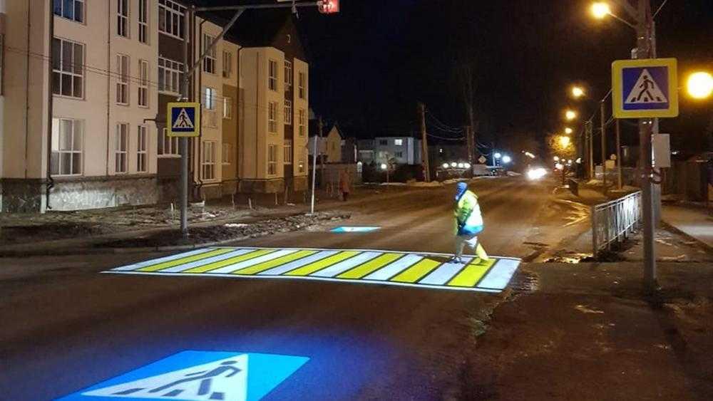 Первый проекционный пешеходный переход открыли в Брянской области