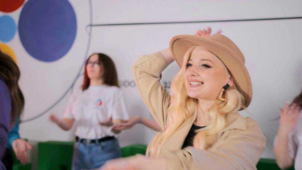 Брянская певица Иванка записала видео на новую песню «Мы вместе»
