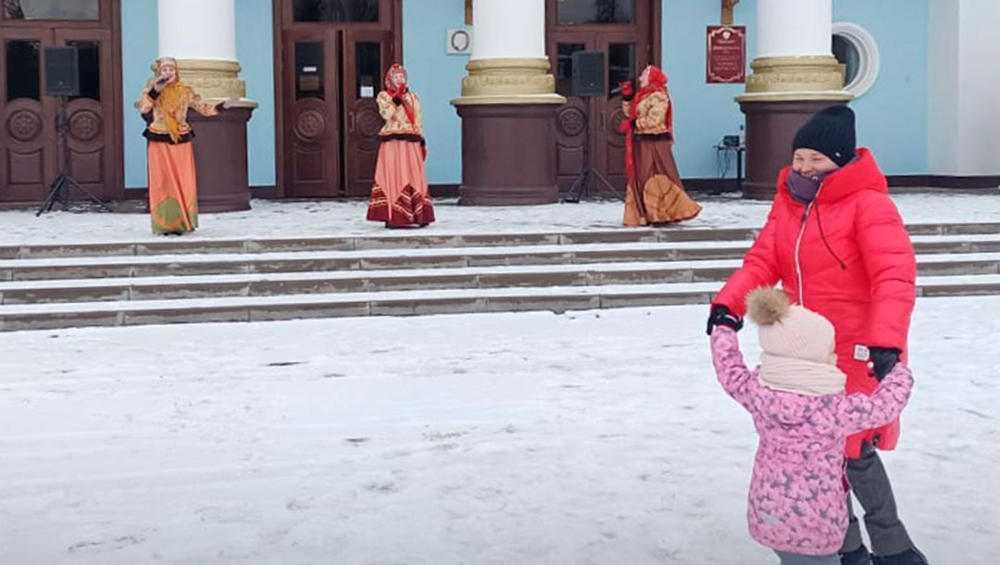 На площадях Брянска прошли праздничные концерты