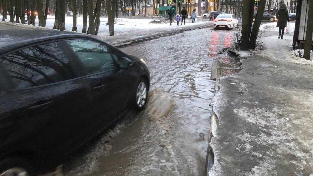 В Брянске объяснили появление бассейна возле федеральной трассы