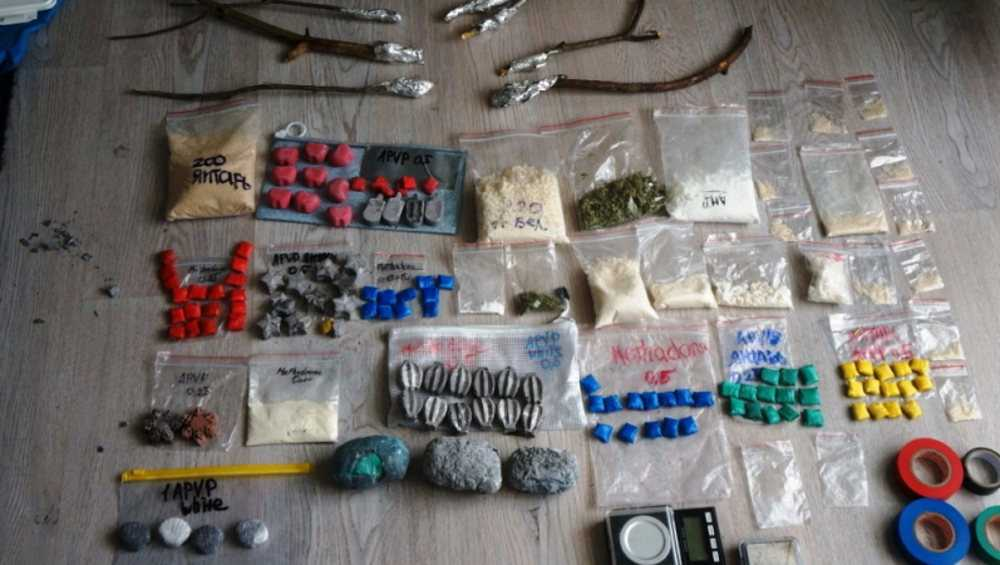 Пара наркоторговцев завезла в Брянск метадон в банке с вареньем