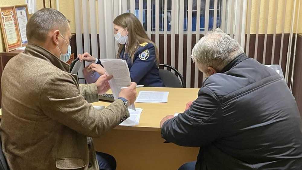 Суд в Брянске оставил под арестом главу филиала паспортно-визового сервиса МВД