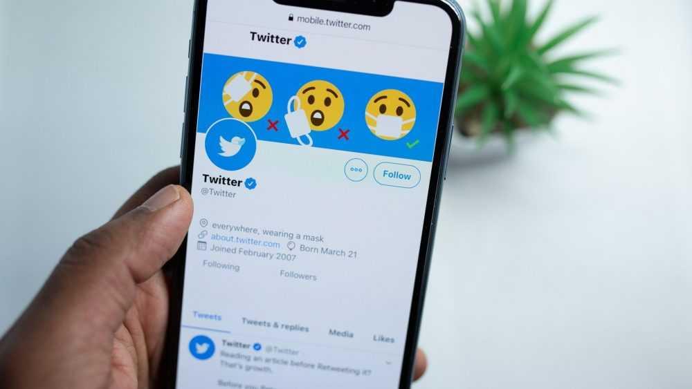 Роскомнадзор пригрозил через месяц заблокировать Twitter