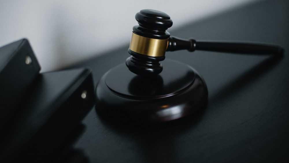 Брянской Фемиде понадобились трое грамотных судей