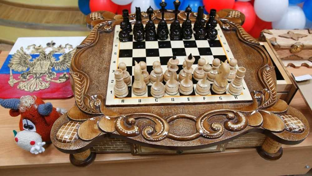 В конкурсе поделок брянских осужденных победил мастер резных шахмат