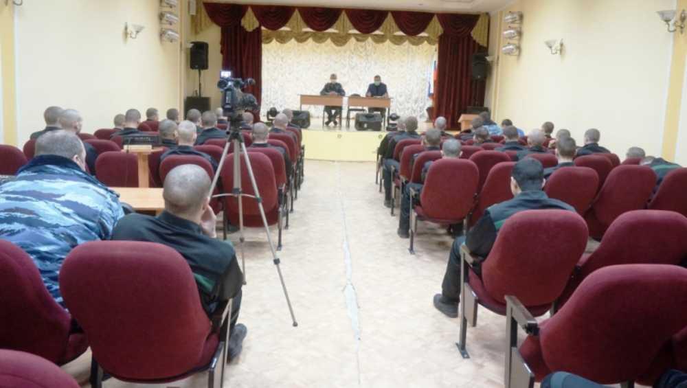 Брянские полицейские рассказали осужденным подросткам о терроризме