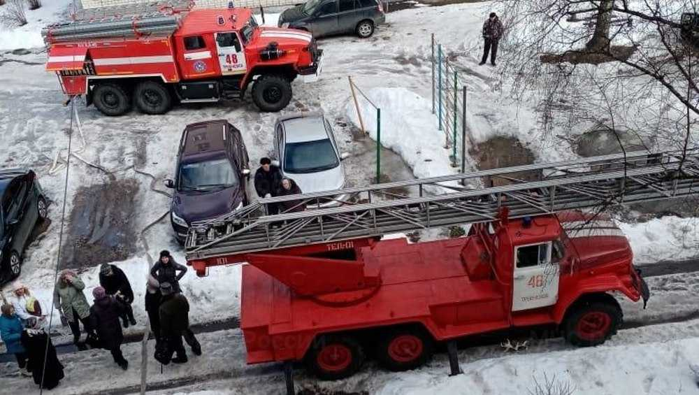 В Трубчевске из загоревшейся пятиэтажки эвакуировали 11 человек