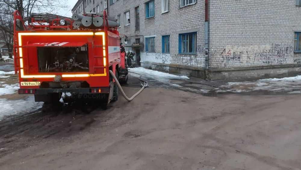 В Новозыбкове при пожаре в многоэтажке погиб 34-летний мужчина
