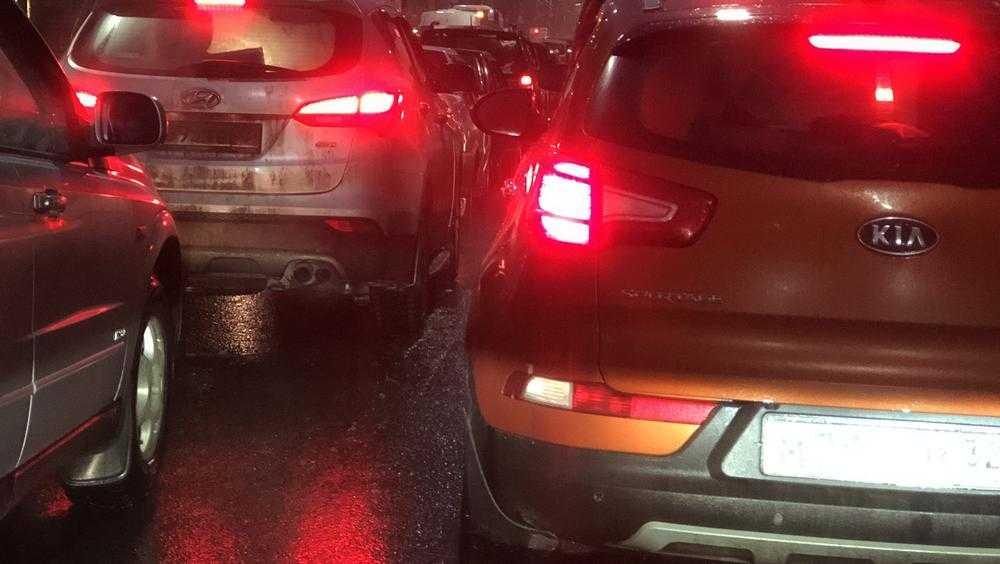 В Брянске из-за ДТП образовался автомобильный затор на въезде в Бежицу