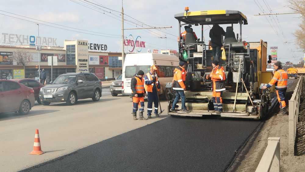 В Брянске с пуском двух заводов начали ремонт дорог горячим асфальтом