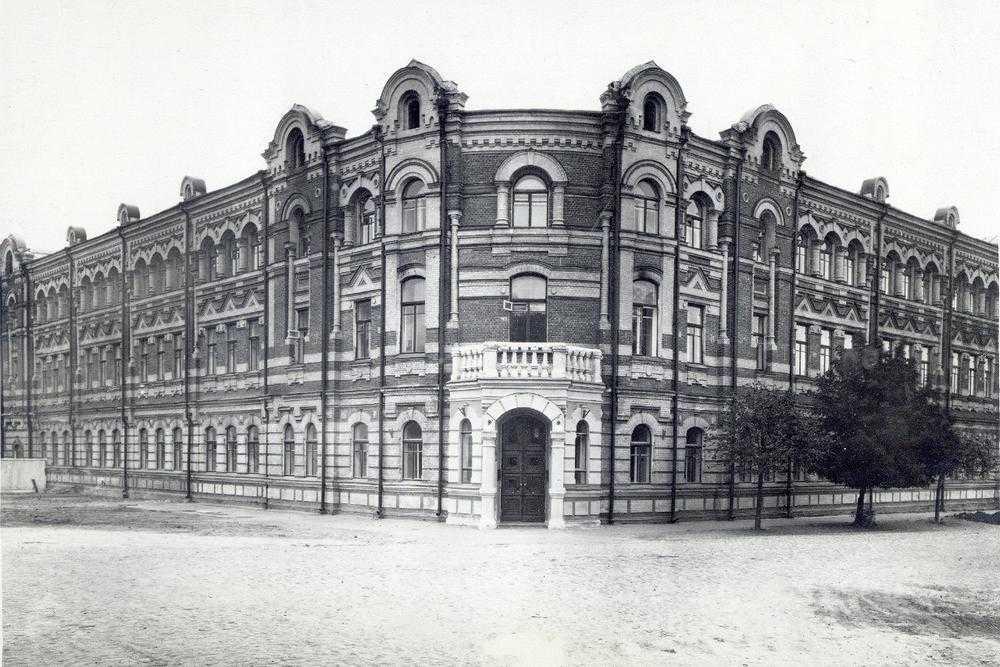 Здание бывшей гимназии в Брянске, сороковые годы 20 века. Что изменилось?