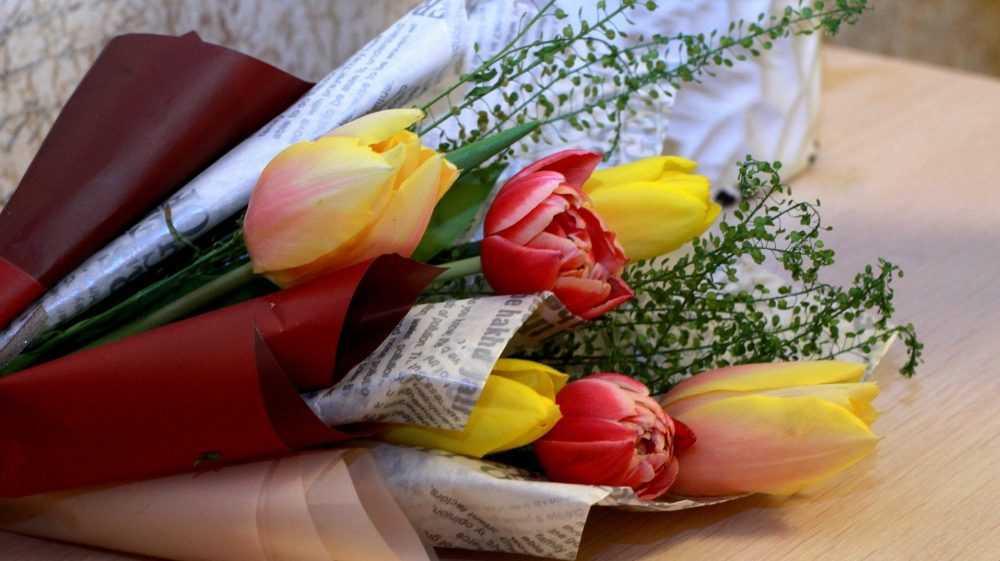 Жителей Брянска возмутили огромные цены на цветы накануне 8 Марта