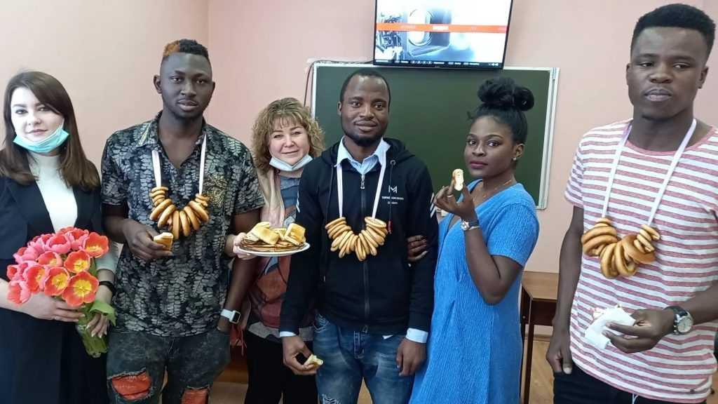 Иностранные студенты познакомились в Брянске с Масленицей