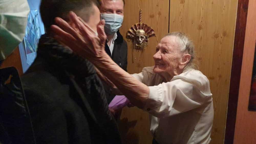 Брянские депутаты и волонтеры побывали в гостях у ветеранов