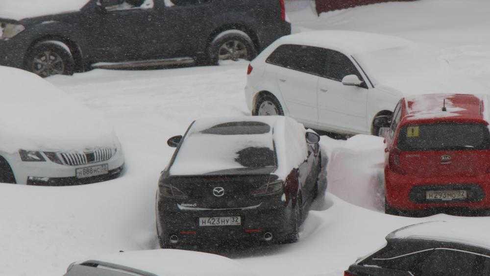 Брянцев попросили из-за снегопада не использовать 13 марта автомобили