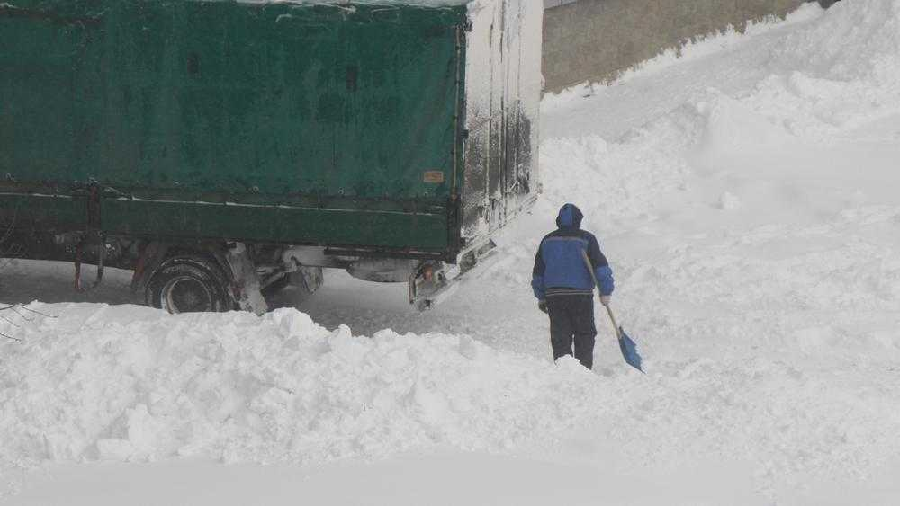 В Брянске на ночные дороги опять вышла снегоуборочная техника