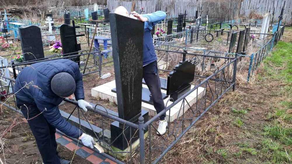 Осужденные к принудительным работам провели благоустройство мест захоронений ветеранов войны и тружеников тыла