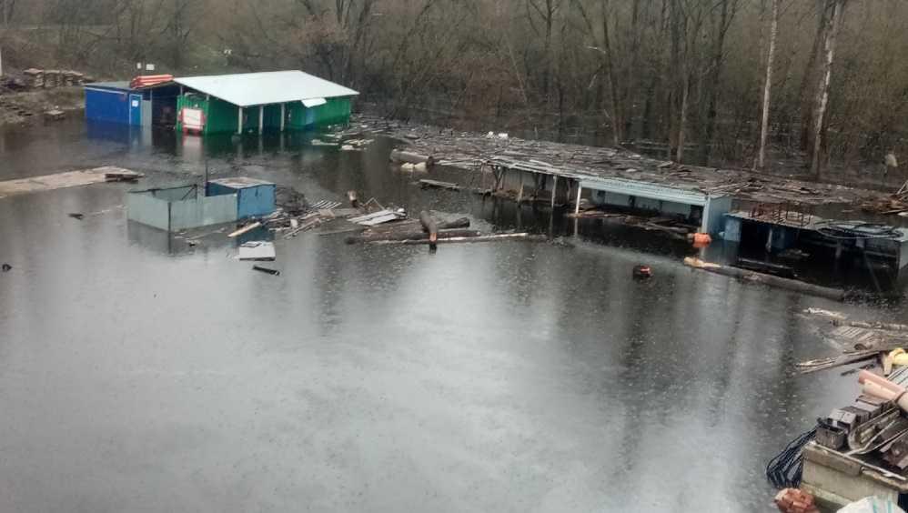 В Бежицком районе Брянска затопило стройплощадку возле Литейного моста
