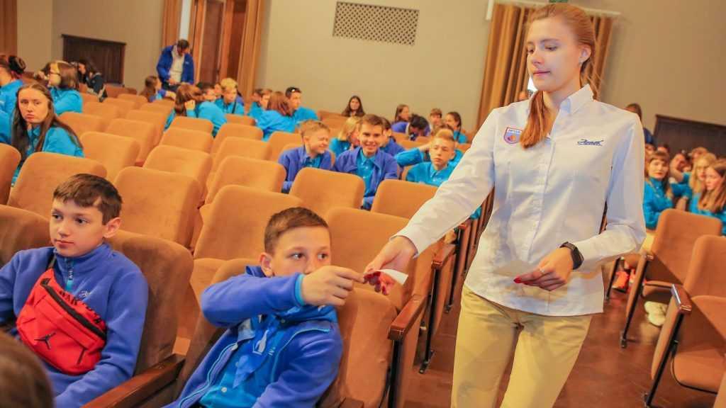 Будущий брянский советник директора школы рассказал об артековских «фишках»