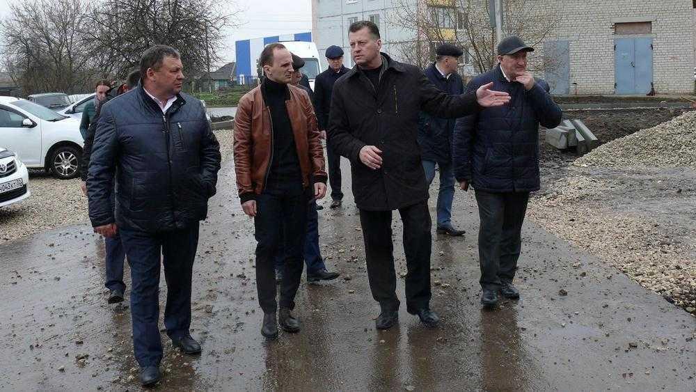 Мрачные депутаты Брянской думы посмотрели на ремонт областных дорог