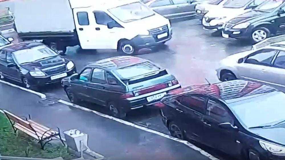 В Брянске на улице Романа Брянского водитель «Газели» скрылся после ДТП