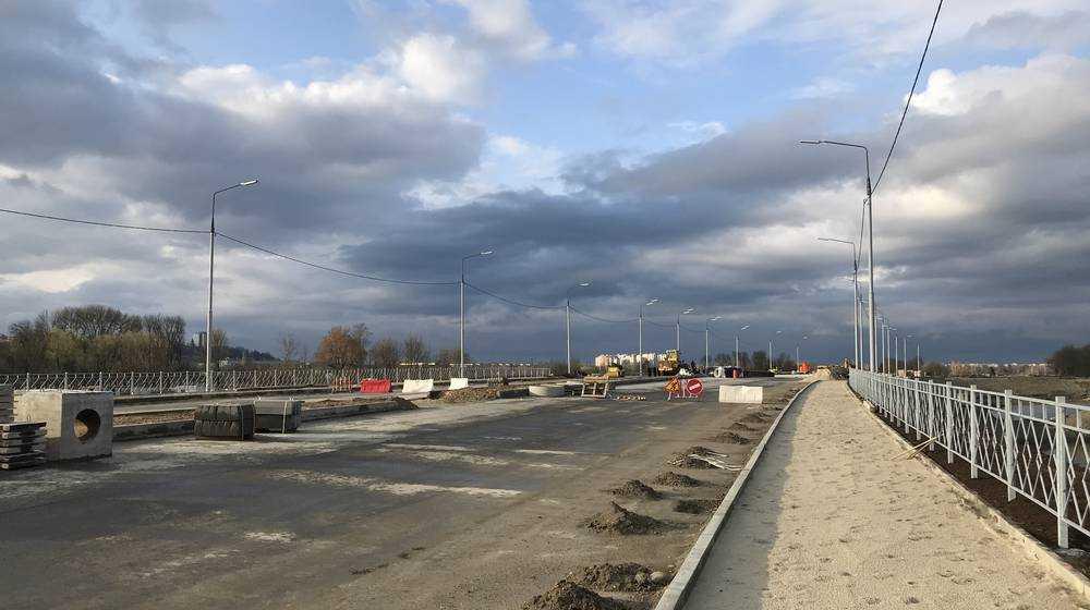 На дороге Брянск-I − Metro стали укладывать тысячу тонн асфальта в день