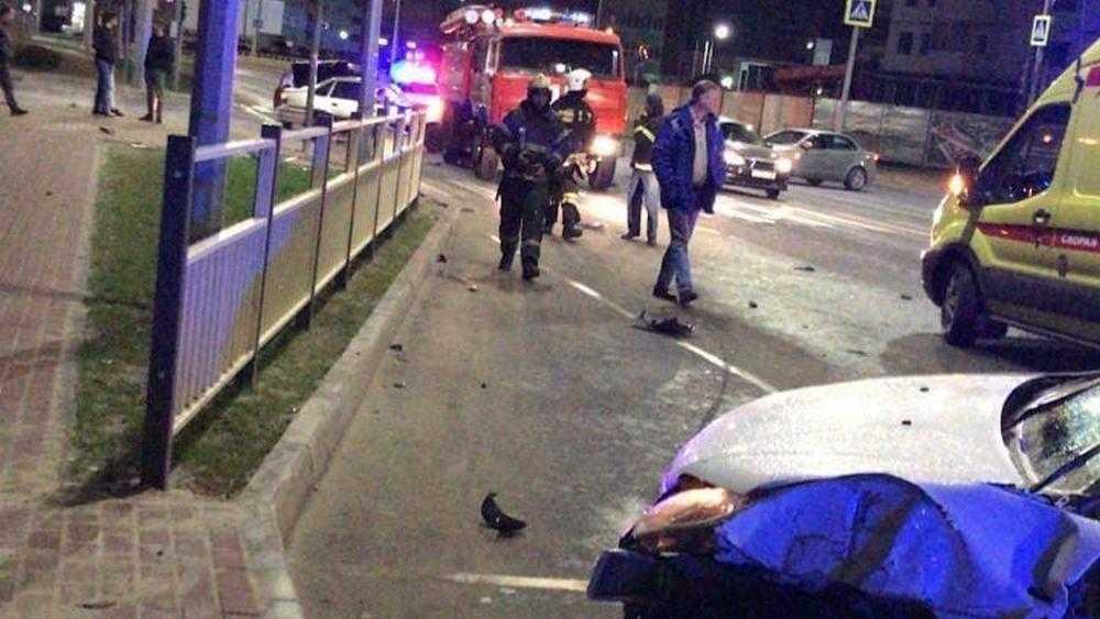 В Брянске на Советский улице из-за 19-летнего водителя пострадали девушки