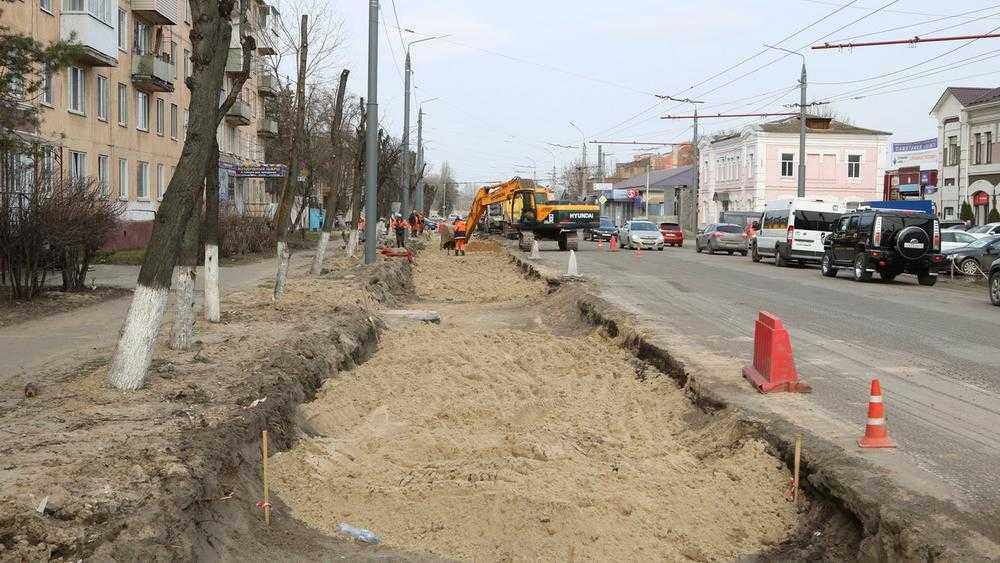Брянский губернатор Богомаз отчитал чиновников за ремонт дороги на улице Ульянова