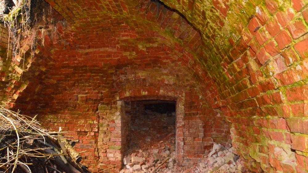 В Локте удалось заглянуть в загадочные царские подвалы усадьбы